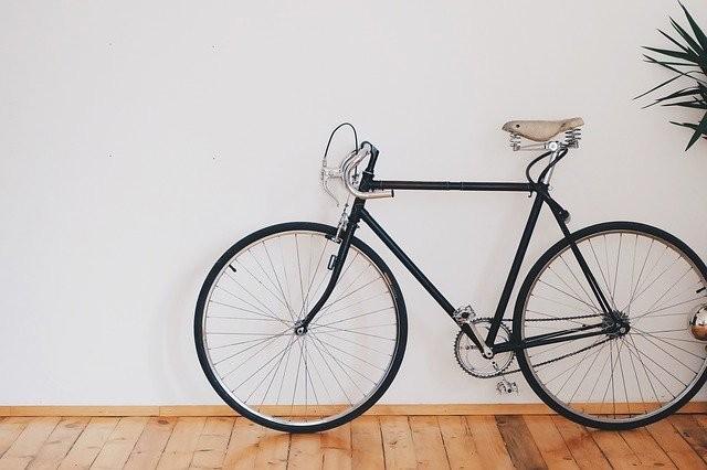 Giornata mondiale della bicicletta: benefici e controindicazioni da conoscere